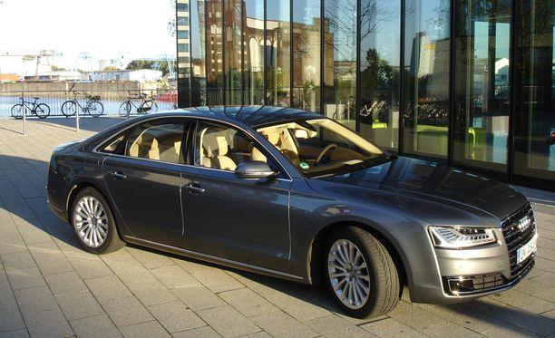 Eduskunta hankki puhemiehistön kuljetuksiin vastaavanlaisen Audi A8 -mallin edustusauton.