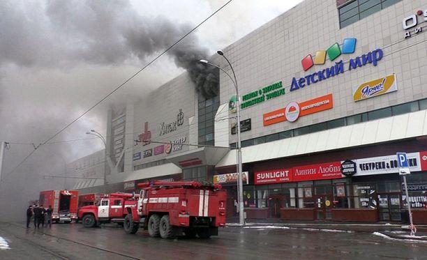 Viranomaiset ovat vahvistaneet, että 48 ihmistä sai surmansa kauppakeskuksen tulipalossa Venäjällä Kemerovon kaupungissa sunnuntaina.