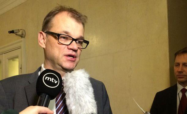 Pääministeri Juha Sipilä (kesk) kertoi sote-tuloksesta lauantaina aamuyöllä.