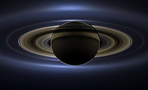 Saturnuksen renkaat muodostuvat valtavasta määrästä pieniä, pääosin muutaman metrin kokoisia jäähiukkasia.