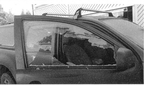 Autosta anastettiin ikkuna rikkomalla rynnäkkökivääri sekä muun muassa noin 1500 harjoituspatruunaa.