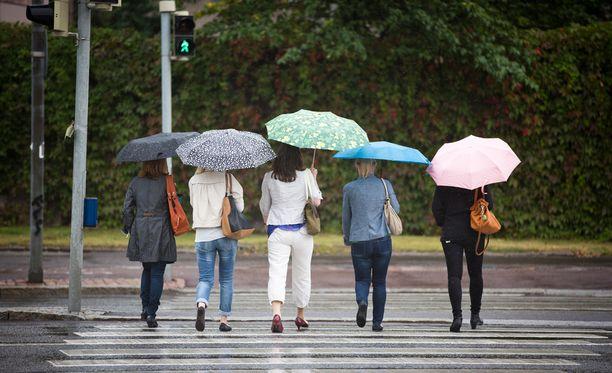 Aurinkoinen perjantai kääntyy sateiseen viikonloppuun.
