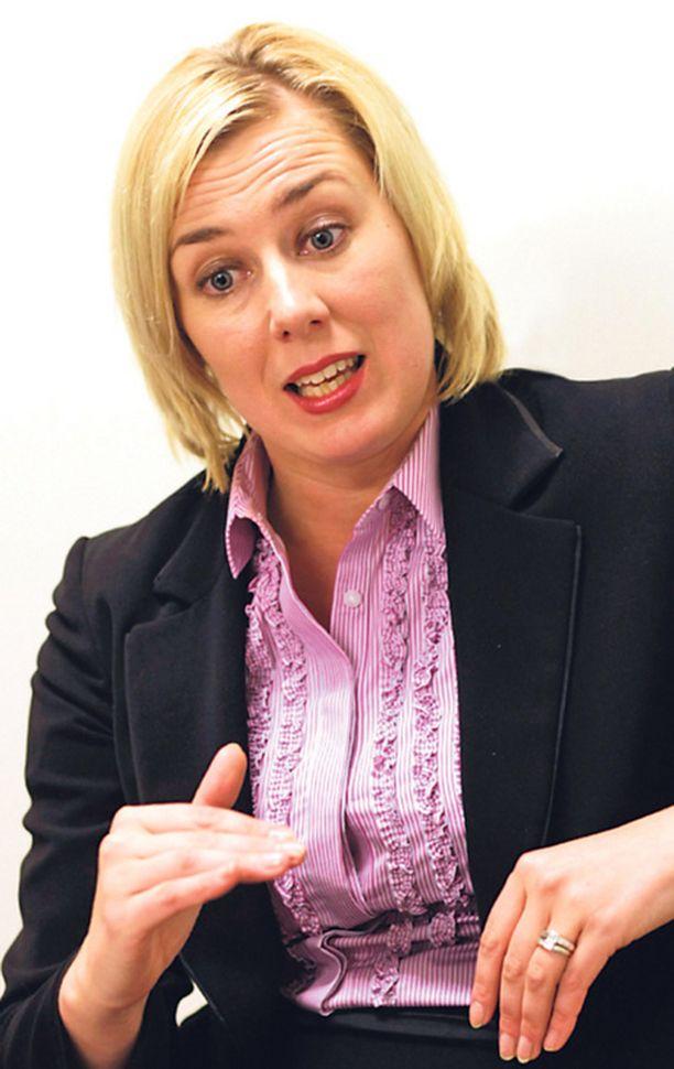 Puheenjohtaja Jutta Urpilainen antaa joukoilleen vapaat kädet ydinvoima-asiassa.