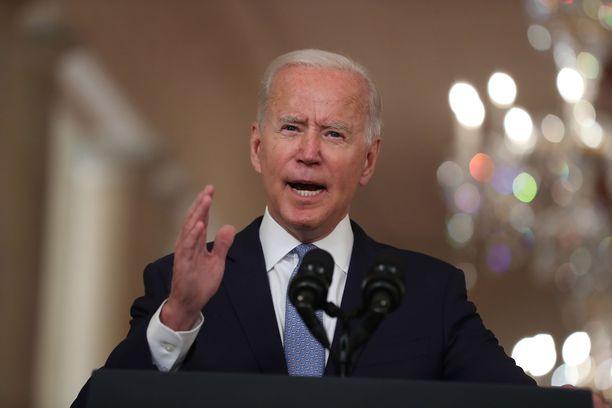 Presidentti Joe Biden vastustaa aborttia henkilökohtaisesti, mutta lupaa taistella aborttioikeuden puolesta.