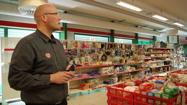 – Asiakasrajapinnassa työskentely on kauppiaalle tärkeää, uskoo Sami Baas. Jatkossa hän aikoo laajentaa kauppiastoimintaansa.