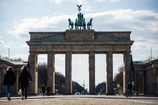 Saksassa arvioidaan, että rajoitusten kanssa joudutaan elämään jopa pari vuotta.