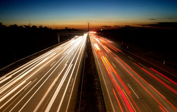 Kuvien ottaminen moottoritiellä Saksassa vei nuoren brittimiehen hengen. Kuvituskuva.