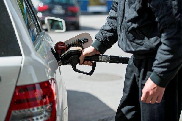 Polttoaineen hinta uhkaa nousta lähiaikoina.