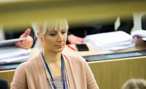 Kansanedustaja Laura Huhtasaaren mukaan hänen kommenttinsa oli myös tarkoitus herätellä.