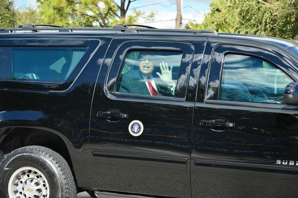 Presidentti Trump vilkutti väkijoukolle saapuessaan Floridaan viime keskiviikkona.