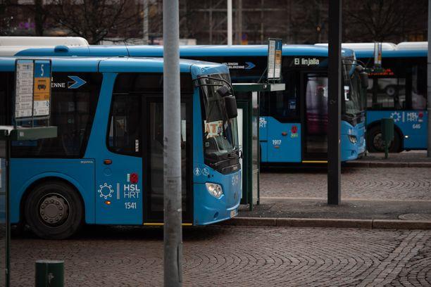 THL:n pääjohtajan mukaan suosituksen kärki on julkisen liikenteen ahtaissa tilanteissa.