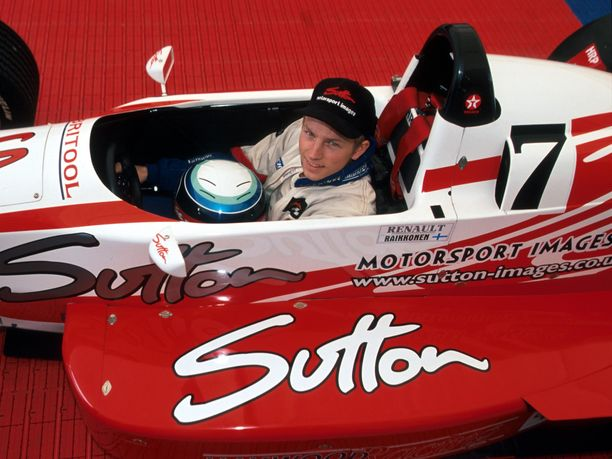 Kimi Räikkönen debytoi Ison-Britannian Formula Renault -sarjassa Haywood Racing -tallin autolla, mutta kausi jäi kesken vain muutaman kilpailun jälkeen, kun auto ei ollut kilpailukykyinen.