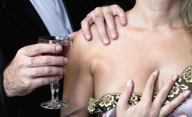 Seksuaalinen häirintä voi olla fyysistä koskettelua ja lähentelyä tai seksuaalisesti värittynyttä viestittelyä.