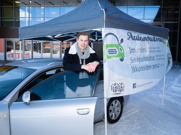 Arttu Hietala yrityksensä Noppa Clean Oy:n ständillä viime maaliskuussa.