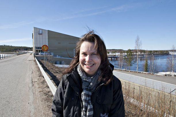 Kansanedustaja Johanna Ojala-Niemelä (sd) puolustaa budjettialoitteillaan Lapin valtatie- ja rautatieverkkoa.