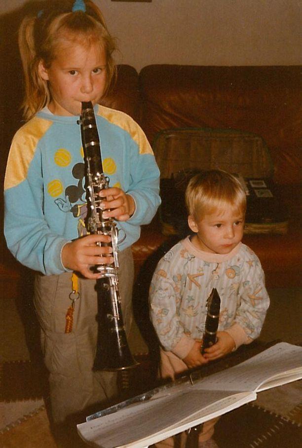 Maija soitti yhdessä myös pikkuveljensä Matti Saastamoisen kanssa.