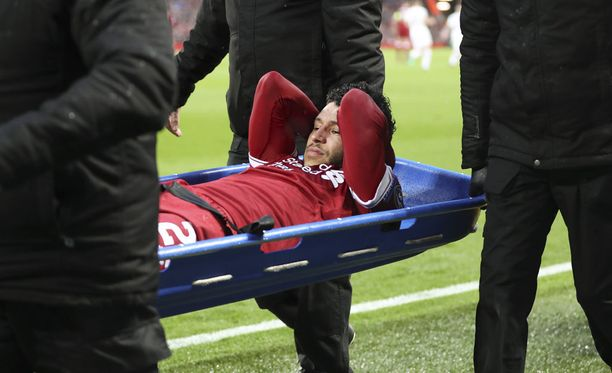 Alex Oxlade-Chamberlainin loukkaantumisen vakavuudesta tiedotettiin vasta nyt.