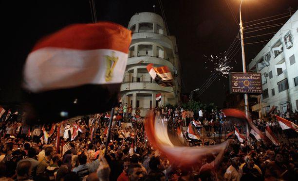 Egyptin syrjäytetyn presidentin Mohamed Mursin läheisiä liittolaisia on pidätetty.