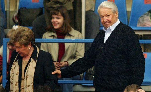 Muun muassa presidentti Boris Jeltsin käytti henkiparantajan palveluksia. Kuvassa keväältä 2003 myös Jeltsinin vaimo Naina Jeltsina.