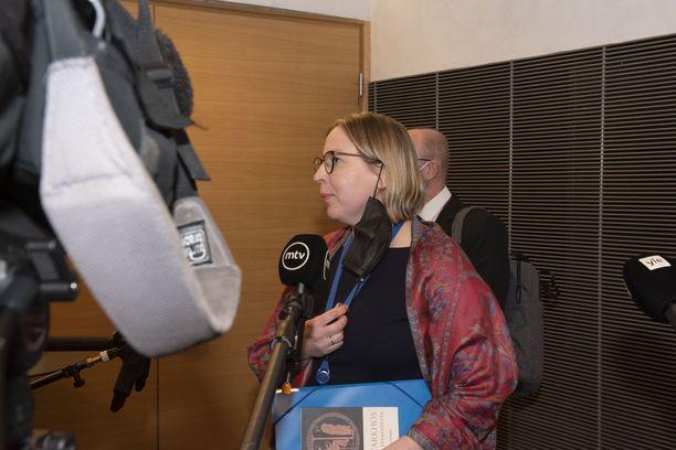 Kansliatoimikunta pidätti Tytti Yli-Viikarin pääjohtajan virasta rikostutkinnan ajaksi. Tarkastusvaliokunta selvittää nyt, miten Yli-Viikari voidaan lain mukaan irtisanoa.