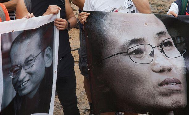 Aktivistit viettivät viime syksynä hiljaisen hetken vankilassa menehtyneen toisinajattelijan Liu Xiaobon muistolle Hong Kongissa.