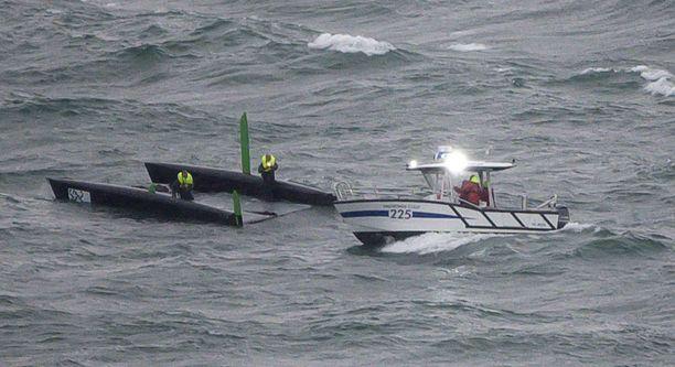 Myrsky oli kaatanut Genevenjärvellä useita veneitä.