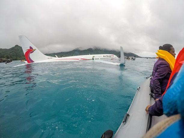 Air Niuginin koneen laskeutuminen jäi vajaaksi viime perjantaina.