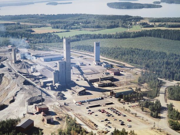 Pyhäsalmen kaivoksessa on luolia kymmeniä kilometrejä, joista on kaivettu malmia vuosikymmenten aikana. Toiminta alkoi 1962.