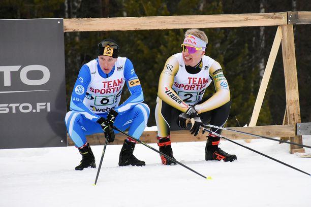 Matti Heikkinen (vas.) ja Iivo Niskanen istahtivat orrelle Ylitornion SM-hiihdoissa kevättalvella 2019.