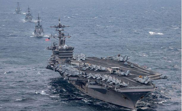 Lentotukialus Carl Vinson johtaa ryhmää, jonka tarkoitus on vahvistaa Yhdysvaltain puolustusta Pohjois-Koreaa vastaan (arkistokuva).