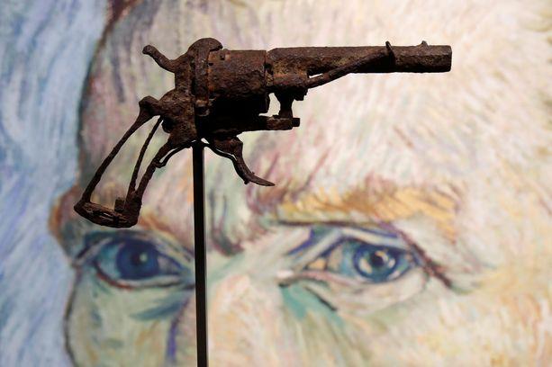 Aseen aitoudesta ei ole varmuutta, mutta se myytiin huutokaupassa Pariisissa kovaan hintaan.