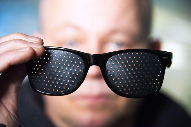 Näkökyky ei ehkä näillä laseilla parane, mutta niillä voi tehdä kiinnostavia testejä omaksi huviksi.