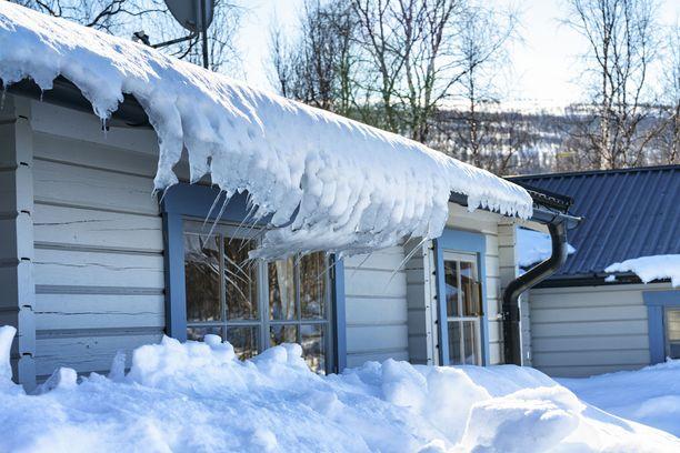 Talviasuttavalla mökillä päävesihanat on aina syytä sulkea, jos mökiltä ollaan pois pidempiä aikoja.