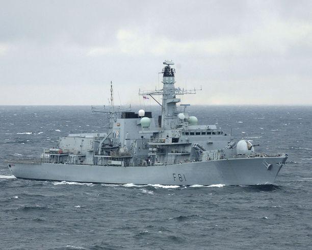 HMS Sutherland osallistui varjostukseen.