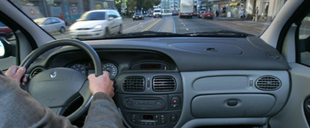 Autovakuutuksensa hintaa voi jatkossa vaikuttaa ajamalla hiljaisempaan aikaan.