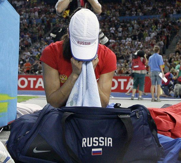 Jelena Isinbajeva murtui täysin jäätyään ilman tulosta.