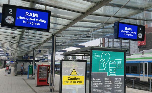 Uudet kuulutus- ja näyttöjärjestelmät ovat parhaillaan koekäytössä Espoon Leppävaaran asemalla.
