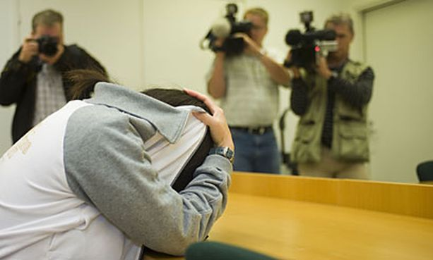 Taiwanilaissyntyinen äiti esiintyi Espoon käräjäoikeudessa kasvot peitettyinä.