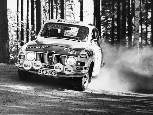 Simo Lampinen otti kaikki kolme Jyväskylän Suurajojen voittoaan Saab 96:lla.
