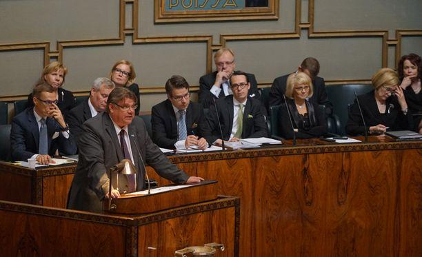 Timo Soini kiitti pääministeri Stubbia rakentavasta ottesta. Soinin mukaan Stubbin edeltäjä Jyrki Katainen ei nähnyt perussuomalaisten esityksissä mitään hyvää.