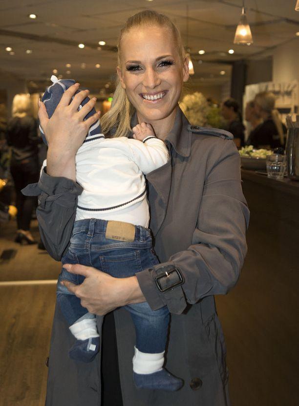 Vielä loppukesästä 2016 tuore äiti haaveili, että liittoon voisi tulla lisää lapsia.