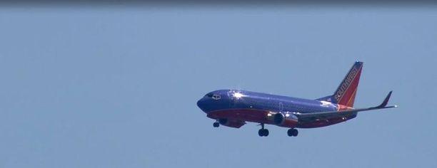 Southwest Airlinesin kone joutui tekemään hätälaskun moottorin räjähdettyä ilmassa.