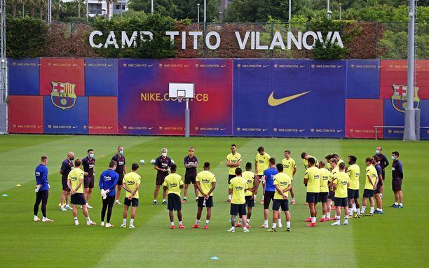 Barcelonan joukkue aloitti yhteisharjoittelun maanantaina,