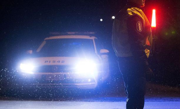 Poliisilla on riittänyt kiirettä juhlahumun keskellä eri puolilla Suomea. Kuvituskuva.