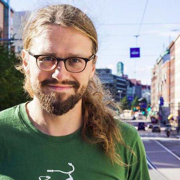 - Monet Suomessa oikeasti kokevat, että pyöräilijä ei kuulu ajoradalle ja heidät täytyy opettaa sieltä pois, Otso Kivekäs harmittelee.