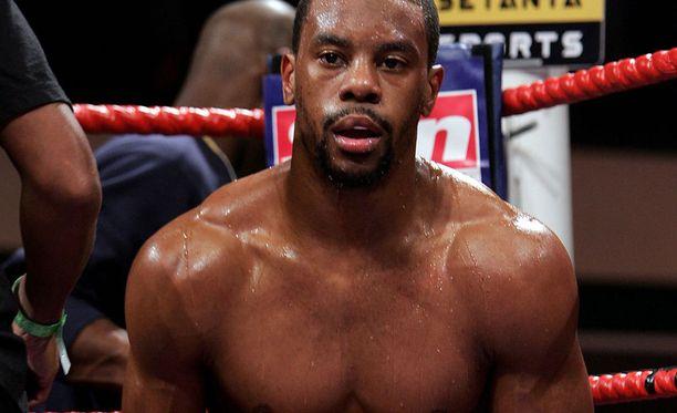 """Anthony Small on syyttäjän mukaan saavuttanut """"jonkin verran menestystä nyrkkeilijänä""""."""