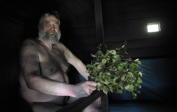 Juha Mieto on saunamiehiä. Kotona Kurikassa kiuas lämpiää joka ilta.