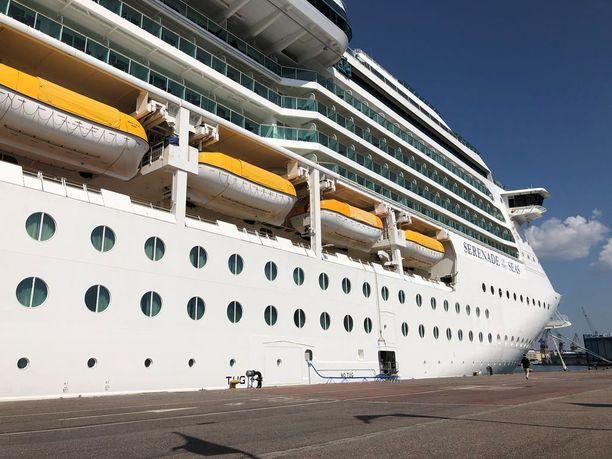 Serenade of the Seas -risteilyalus on 293 metriä pitkä ja 32 metriä leveä, ja se on rakennettu Saksassa vuonna 2003.