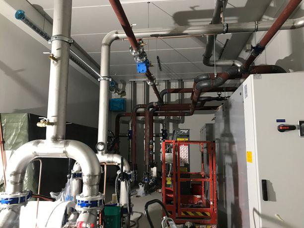 Konekeskuksessa syntyvä hukkalämpö myydään Vantaan Energialle.