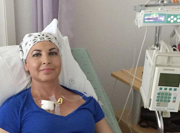 Hiustenlähtöön Tiina Ikävalko oli henkisesti varautunut, mutta väsymyksen määrä, syvyys ja kokonaisvaltaisuus yllätti.